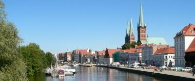 Lübeck von der Trave aus