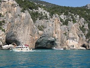 Auch Sardinien hat eine Blaue Grotte