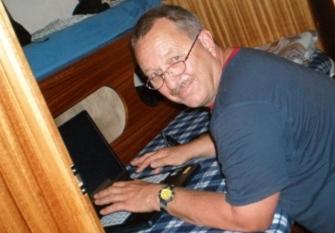 Reporter Gerhard in gesicherter Schreibhaltung !