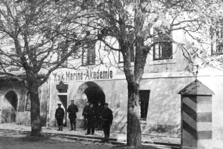mar14-b1a-007-altes-bild-marineakademie-braunau