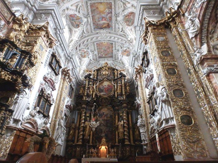 hfa15-022-altar