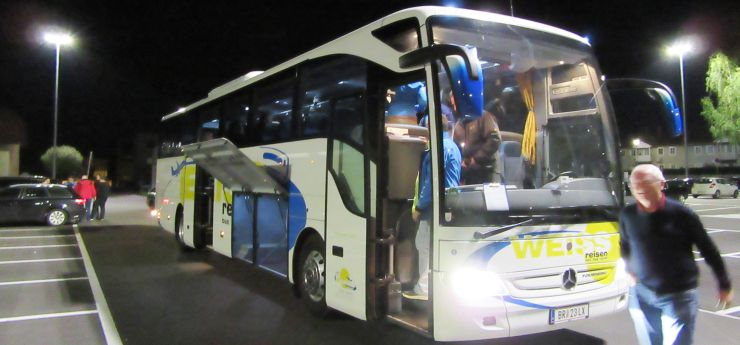 cup16-b02-weiss-bus